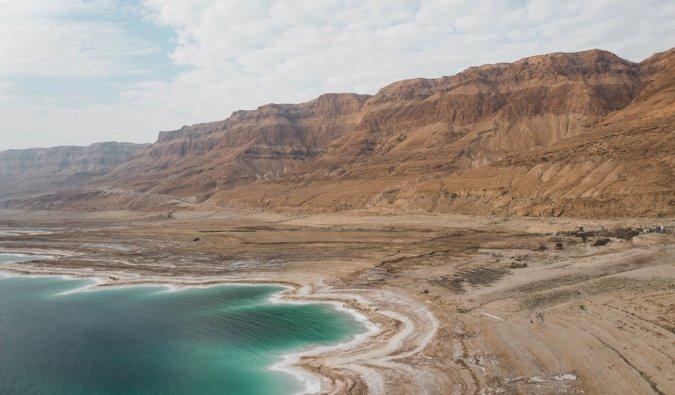 Le rivage de la mer Morte en Israël