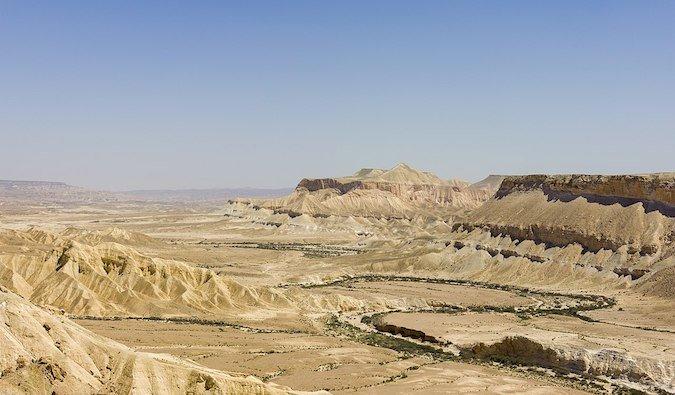 Le désert tentaculaire et aride du Néguev en Israël