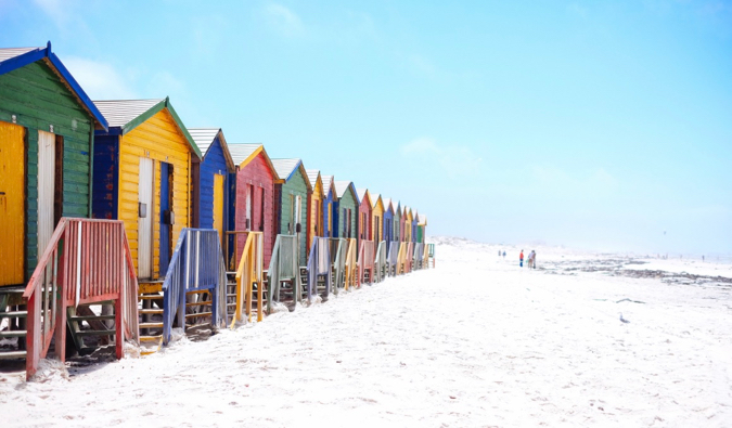La célèbre plage de Muizenberg en Afrique du Sud