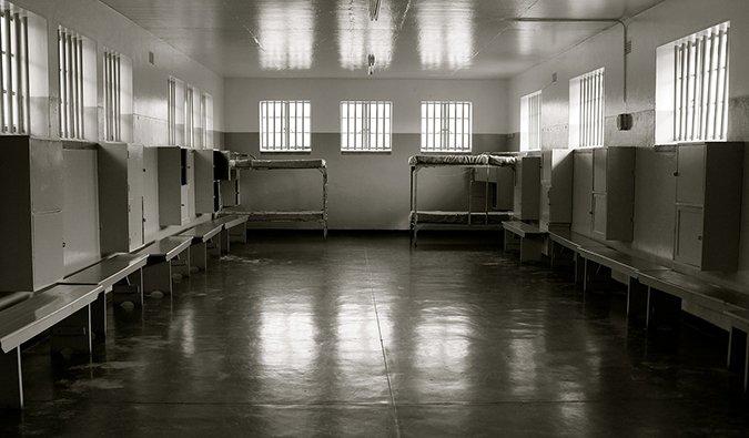 photographie en noir et blanc de la prison où Nelson Mandela était détenu