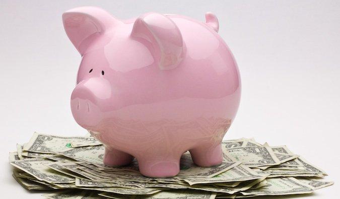 économiser de l'argent pour voyager dans votre tirelire